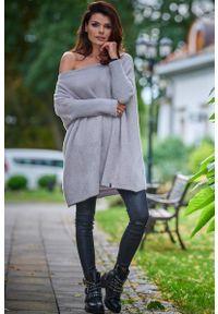 Awama - Swetrowa Sukienka Oversize - Szary. Kolor: szary. Materiał: poliester, poliamid, nylon