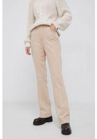 Sisley - Jeansy bawełniane. Stan: podwyższony. Kolor: beżowy