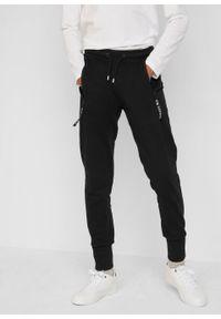 Spodnie dresowe chłopięce z bawełny organicznej bonprix czarny. Kolor: czarny. Materiał: bawełna, dresówka. Styl: sportowy