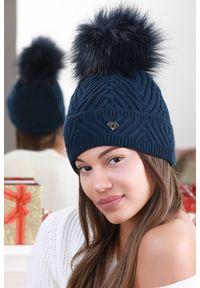 Niebieska czapka IVET elegancka