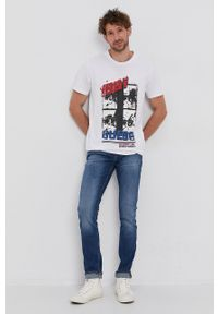 Guess - T-shirt bawełniany. Kolor: biały. Materiał: bawełna. Wzór: nadruk