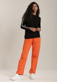 Renee - Czarna Bluza Psalusa. Typ kołnierza: kaptur. Kolor: czarny. Materiał: jeans, dresówka, dzianina. Długość rękawa: długi rękaw. Długość: długie. Wzór: napisy, ze splotem, aplikacja