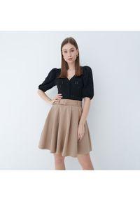 Mohito - Rozkloszowana spódnica mini - Beżowy. Kolor: beżowy