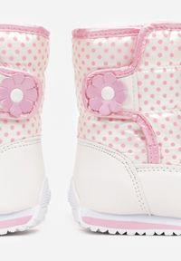Born2be - Biało-Różowe Śniegowce Vheseva. Wysokość cholewki: za kostkę. Zapięcie: rzepy. Kolor: biały. Materiał: futro. Szerokość cholewki: normalna. Wzór: kwiaty, gładki, aplikacja, nadruk. Sezon: zima