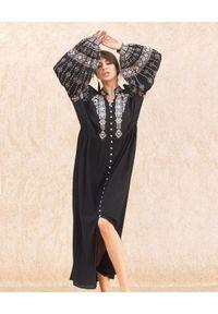 SCARLETT POPPIES - Czarna sukienka maxi z perłowymi guzikami. Kolor: czarny. Materiał: bawełna. Wzór: haft. Długość: maxi
