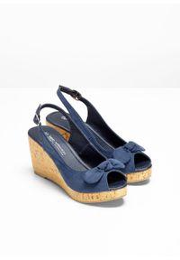 Niebieskie sandały bonprix na koturnie, na średnim obcasie