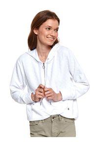TOP SECRET - Rozpinana bluza z pikowaną fakturą. Okazja: na co dzień. Typ kołnierza: kaptur. Kolor: biały. Materiał: tkanina. Długość rękawa: długi rękaw. Długość: długie. Sezon: wiosna. Styl: casual