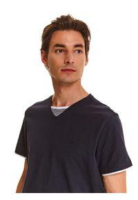 TOP SECRET - T-shirt z kontrastową wstawką. Typ kołnierza: dekolt w serek. Kolor: niebieski. Długość rękawa: krótki rękaw. Długość: krótkie. Wzór: paski. Sezon: lato, wiosna
