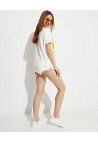MONCLER - Koszulka z nadrukiem z efektem sprayu. Kolor: biały. Materiał: prążkowany, bawełna. Wzór: nadruk