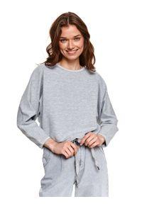 TOP SECRET - Nierozpinana bluza z prążkowanej dzianiny. Okazja: na co dzień. Kolor: szary. Materiał: dzianina, prążkowany. Długość rękawa: długi rękaw. Długość: długie. Styl: wakacyjny, casual