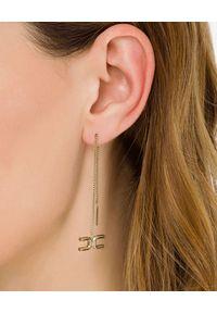 Elisabetta Franchi - ELISABETTA FRANCHI - Kolczyki na łańcuszku z logo. Materiał: metalowe. Kolor: złoty. Wzór: aplikacja