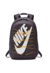 Plecak sportowy Nike Hayward 2 32L BA5883. Materiał: włókno, materiał, poliester. Wzór: aplikacja. Styl: sportowy