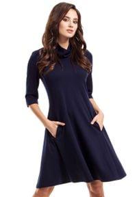MOE - Granatowa Sukienka Trapezowa Dzianinowa z Golfem. Typ kołnierza: golf. Kolor: niebieski. Materiał: dzianina. Typ sukienki: trapezowe