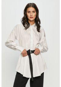 Guess - Koszula. Okazja: na co dzień. Kolor: biały. Materiał: tkanina. Długość rękawa: długi rękaw. Długość: długie. Wzór: gładki. Styl: casual