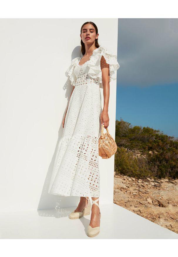 CHARO RUIZ IBIZA - Biała koronkowa sukienka Linda. Okazja: na imprezę. Typ kołnierza: kokarda. Kolor: biały. Materiał: koronka. Wzór: ażurowy. Sezon: lato. Styl: wakacyjny. Długość: maxi