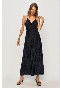 Niebieska sukienka only plisowana, casualowa, maxi, na ramiączkach