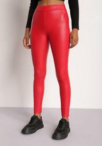 Renee - Czerwone Legginsy Evinome. Stan: podwyższony. Kolor: czerwony. Materiał: polar. Długość: długie