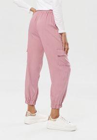Różowe spodnie Born2be