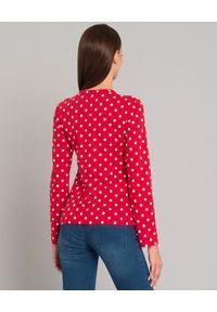 COMME DES GARCONS PLAY - Czerwona bluzka w kropki. Kolor: czerwony. Długość rękawa: długi rękaw. Długość: długie. Wzór: kropki. Styl: klasyczny, elegancki