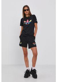 adidas Originals - Szorty. Stan: podwyższony. Kolor: czarny. Materiał: bawełna. Wzór: nadruk