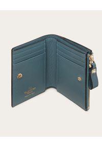 VALENTINO - Niebieski portfel Rockstud. Kolor: niebieski. Wzór: aplikacja