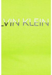 Calvin Klein Jeans - T-shirt. Okazja: na co dzień. Kolor: zielony. Materiał: bawełna, dzianina. Wzór: nadruk. Styl: casual