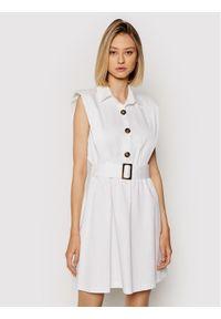 Rinascimento Sukienka codzienna CFC0103746003 Biały Regular Fit. Okazja: na co dzień. Kolor: biały. Typ sukienki: proste. Styl: casual