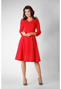 Czerwona sukienka wizytowa Nommo ze stójką, wizytowa