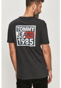 Czarny t-shirt Tommy Jeans z nadrukiem, na co dzień