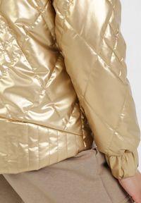 Złota kurtka przejściowa Born2be
