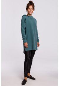 e-margeritka - Bluza długa oversize z kapturem zielona - s/m. Typ kołnierza: kaptur. Kolor: zielony. Materiał: bawełna, dzianina, materiał, poliester. Długość: długie. Wzór: gładki