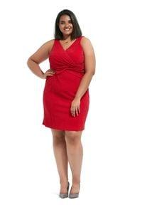 Czerwona sukienka dla puszystych Moda Size Plus Iwanek elegancka, z krótkim rękawem