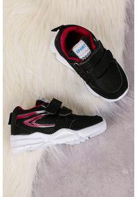 Casu - czarne buty sportowe na rzepy casu 002. Zapięcie: rzepy. Kolor: czarny