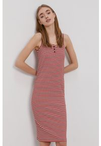 Protest - Sukienka. Okazja: na co dzień. Kolor: czerwony. Materiał: dzianina. Długość rękawa: na ramiączkach. Typ sukienki: proste. Styl: casual