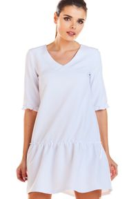 Infinite You - Trapezowa sukienka z dekoltem V i falbaną. Materiał: materiał, elastan. Typ sukienki: trapezowe