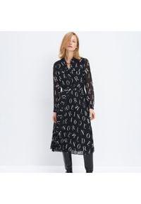 Czarna sukienka Mohito z nadrukiem