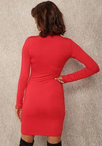 Renee - Czerwona Sukienka Hekyle. Okazja: na co dzień. Kolor: czerwony. Materiał: dzianina, prążkowany. Długość rękawa: długi rękaw. Typ sukienki: proste. Styl: casual. Długość: mini
