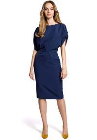 Niebieska sukienka koktajlowa MOE wizytowa