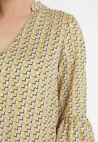 Born2be - Żółta Sukienka Aroarane. Kolor: żółty. Wzór: geometria. Sezon: lato, wiosna. Długość: mini