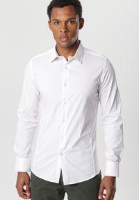 Biała koszula biznesowa Born2be