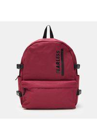 Czerwona torba Sinsay z napisami