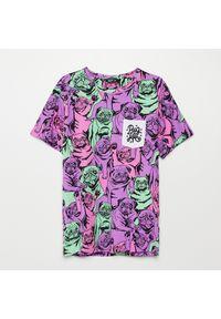 Fioletowy t-shirt Cropp z nadrukiem