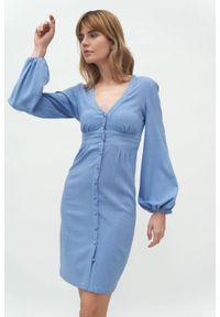 Nife - Niebieska sukienka z odcięciem pod biustem bufiaste rękawy. Okazja: na spotkanie biznesowe. Kolor: niebieski. Materiał: materiał. Styl: biznesowy