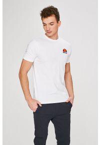 Biały t-shirt Ellesse na co dzień, casualowy, z okrągłym kołnierzem, z nadrukiem