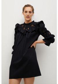 mango - Mango - Sukienka ADELAIDA. Typ kołnierza: kołnierzyk stójkowy. Kolor: czarny. Materiał: bawełna, koronka, materiał. Długość rękawa: długi rękaw. Typ sukienki: rozkloszowane #1