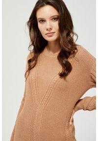 MOODO - Sweter w warkoczowy splot. Materiał: wiskoza, poliamid, żakard, poliester. Długość rękawa: długi rękaw. Długość: długie. Wzór: ze splotem. Styl: klasyczny