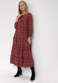 Born2be - Bordowa Sukienka Doroinne. Kolor: czerwony. Materiał: zamsz. Długość rękawa: długi rękaw. Wzór: kwiaty, aplikacja, nadruk. Styl: klasyczny. Długość: midi