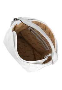 Biała torebka worek Wittchen z frędzlami, na lato