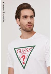 Guess - T-shirt z kolekcji urodzinowej. Okazja: na urodziny. Kolor: biały. Wzór: nadruk. Styl: casual