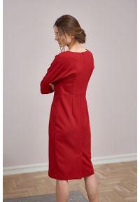 Marie Zélie - Sukienka Milena krepa wiskozowa malinowa czerwień. Kolor: czerwony, różowy, wielokolorowy. Materiał: wiskoza. Typ sukienki: proste